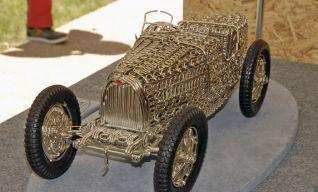 … une Bugatti…